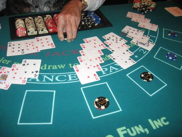 Blackjack-table-hand